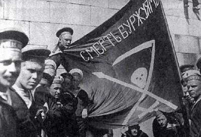 Революционные матросы с флагом «Смерть Буржуям»